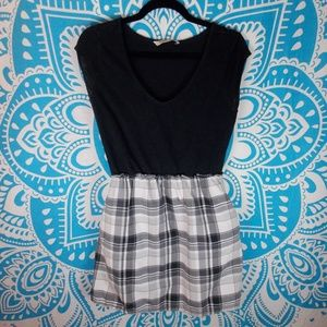 Old Navy M Black and White Casual Dress Pockets
